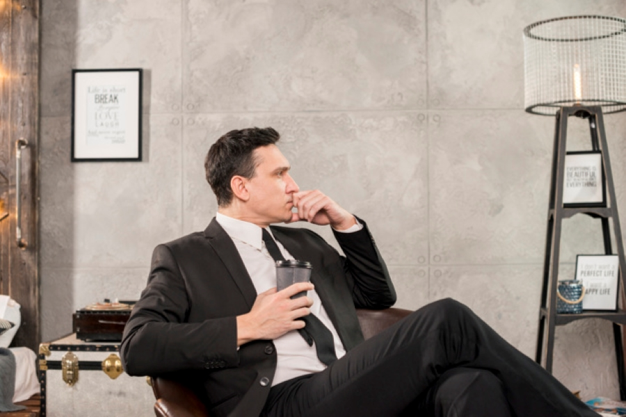 10 Habits of Remarkably Charismatic People | Relax Corner